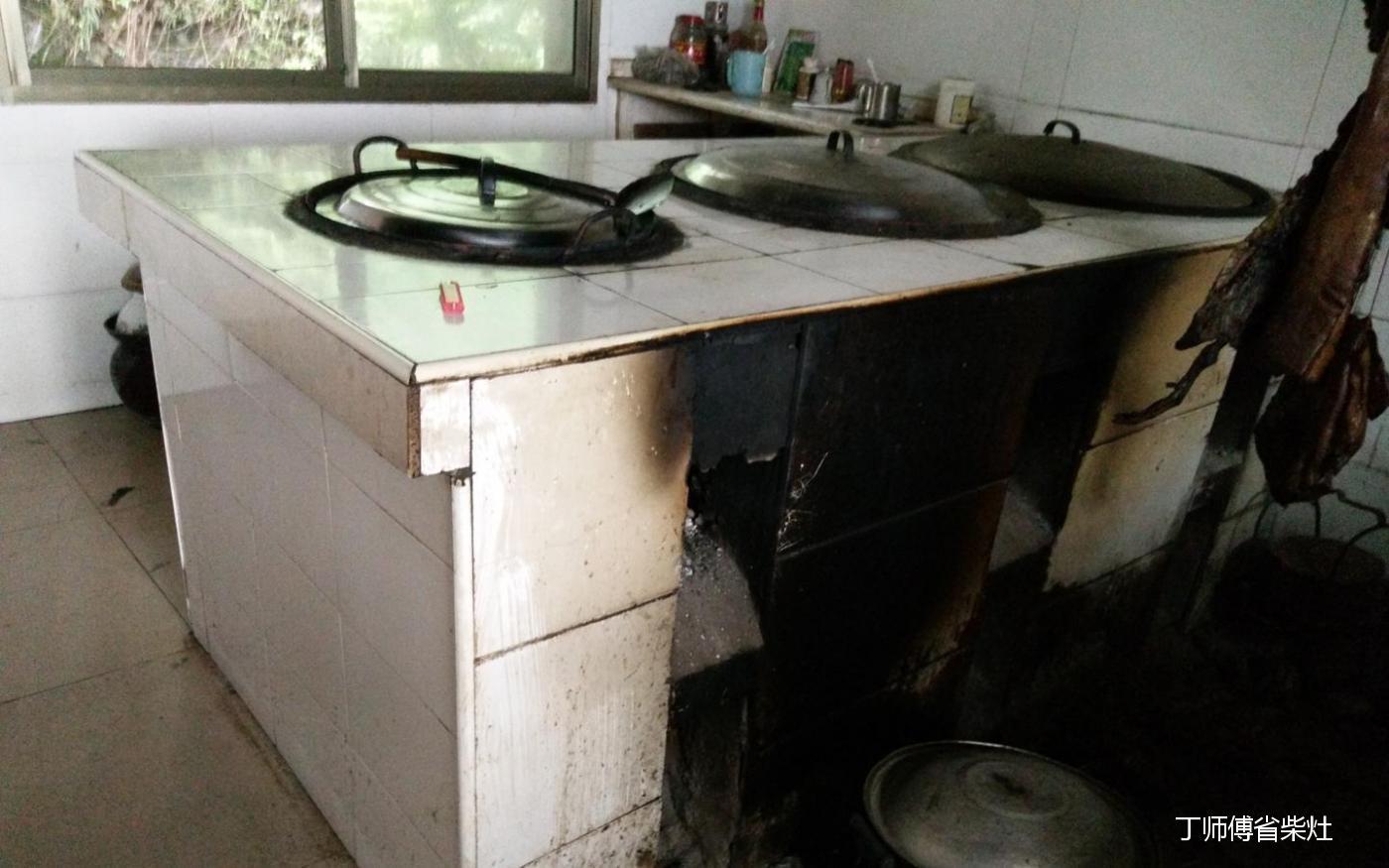 有些人打灶要求柴火灶的外观,形状,烟囱和灶门位置等按照自己的要求图片