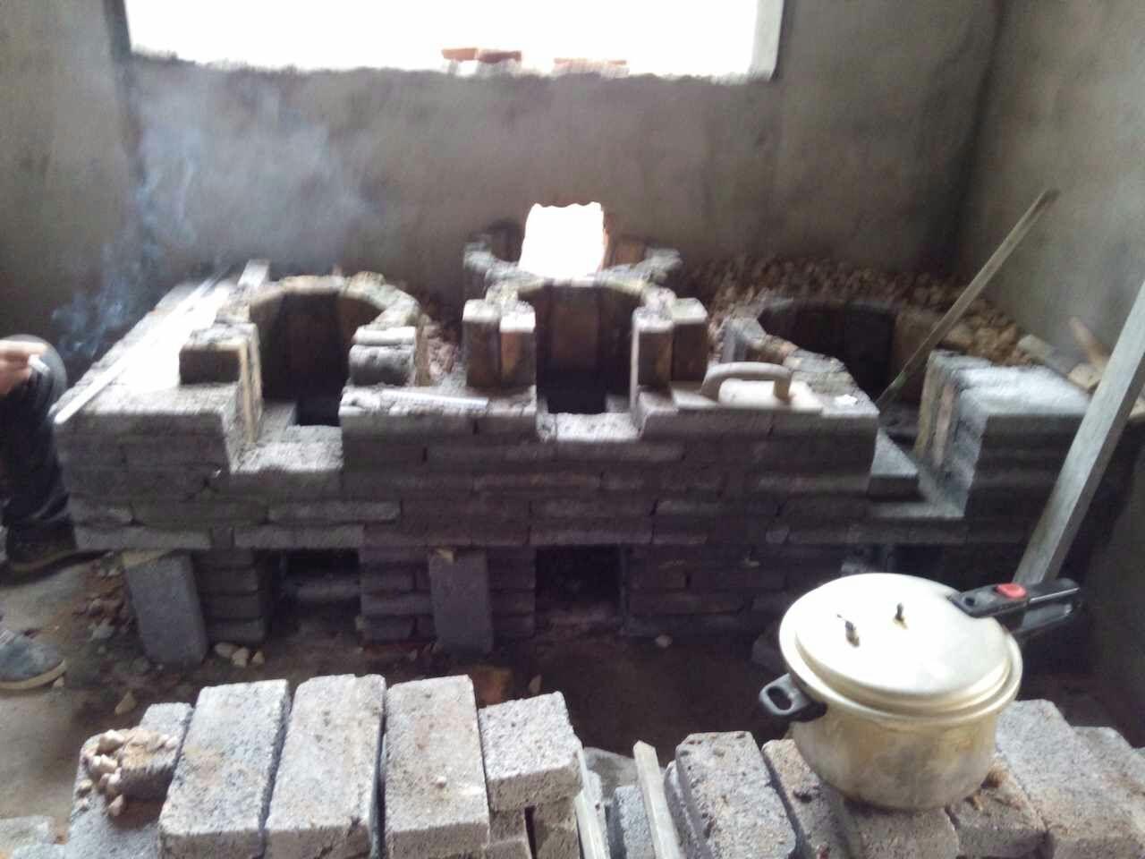 丁师傅省柴灶通往烟囱的烟道可以预留图片